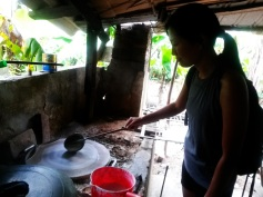 making rice noodles hoi an