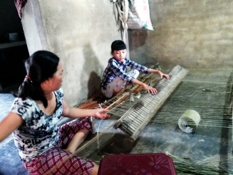 weaving factory hoi an