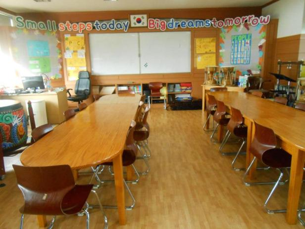 elementary school english classroom korea