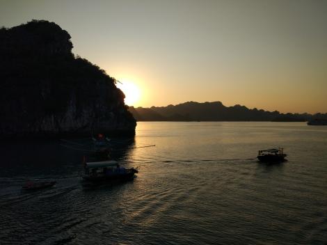 halong bay sunset